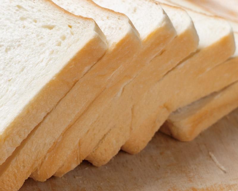 当日仕込みでふわふわの食パン